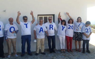 Companheiros do Rotary Club de Ponte de Lima na inauguração da casa recuperada